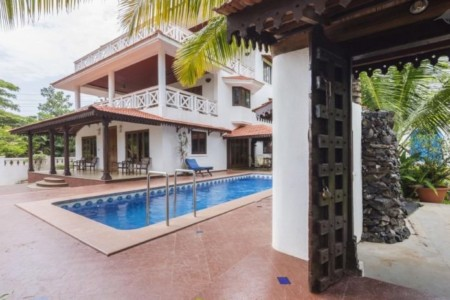 Holiday Daily Renting in Goa 4 Bedroom Presidential Villa in Sinquerim Beach Candolim Beach North Goa